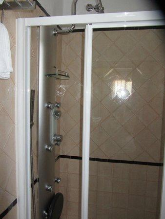 Hotel Estrella de las Nieves: Vista de la ducha