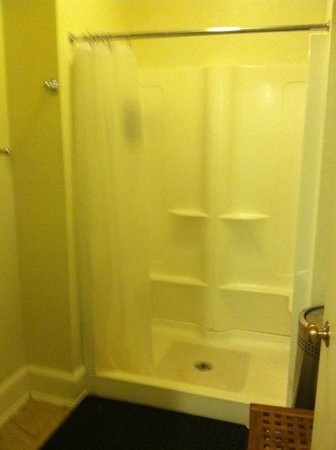 Mammoth Hot Springs Hotel & Cabins: The ONE shower for the whole floor.  At least it was clean!  :)