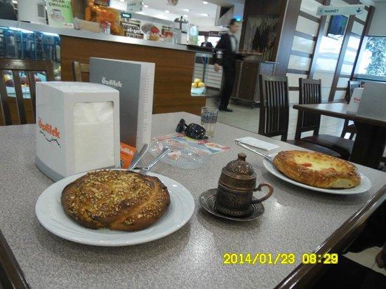 Hilton Bursa Convention Center & Spa: Goodcafe