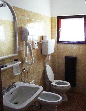 Hotel Genziana : bagno con doccia