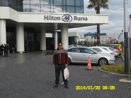 Hilton Bursa Convention Center & Spa: in front of the hotel entrance