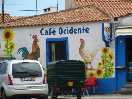 Quinta Colina Flora : )ne of the local cafes in Azoia