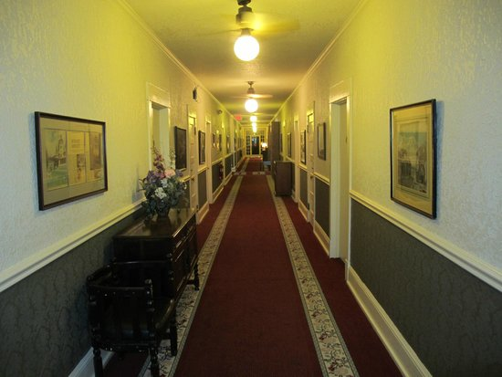 The Lodge Resort and Spa: Spooky Hallways