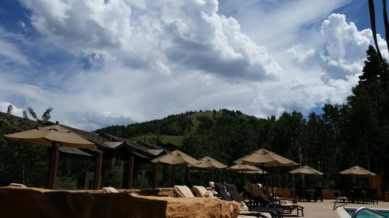 Stein Eriksen Lodge Deer Valley : View of the mountain from my lounge chair