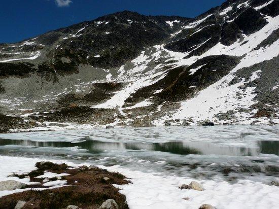 Peak 2 Peak Gondola: Blackcomb lake in July