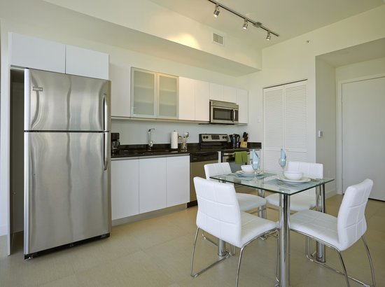 Exceptionnel Churchill Suites Monte Carlo Miami Beach: Fully Equipped Contemporary  Kitchen With Stainless Steel Appliances And