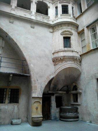 Traboules du Vieux Lyon : Interno cortile 1