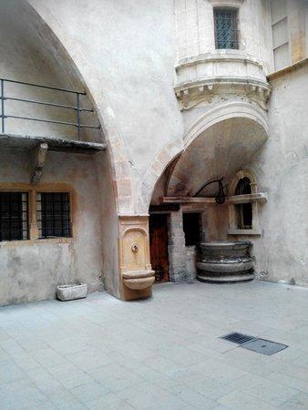 Traboules du Vieux Lyon: interno cortile 2
