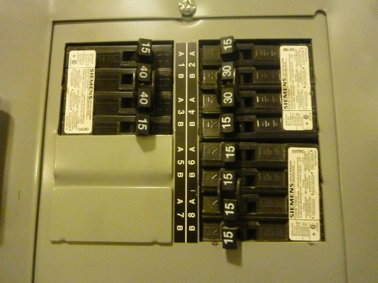 Hotel & Suites Les Laurentides : control panel access right in your room!