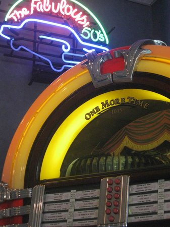 Edward's Drive-In Restaurant: Juke box