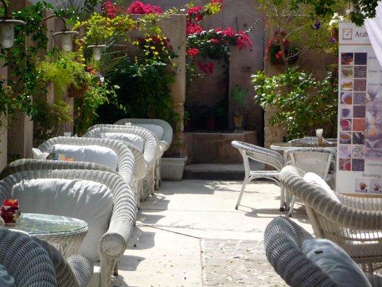 Arabian Tea House Cafe: il giardino interno