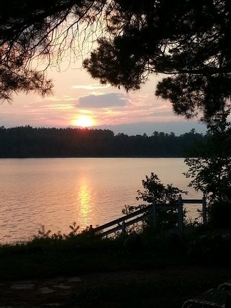 Wolf Cove Inn: Watch the sunset and listen for the Loons!  Beautiful sounds!