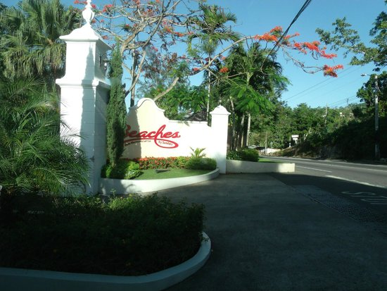 Beaches Ocho Rios Resort & Golf Club : Entrance sign