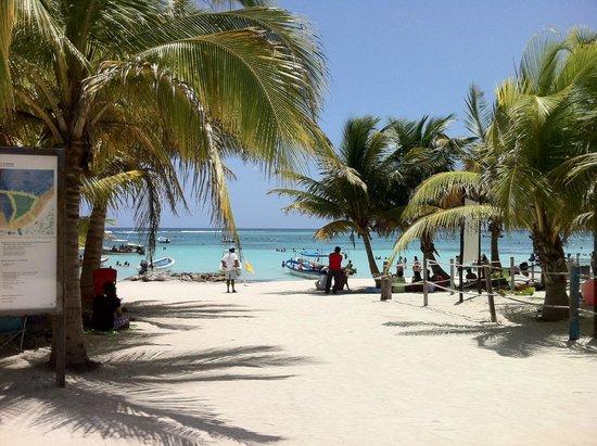 Plage d'Akumal: The beach