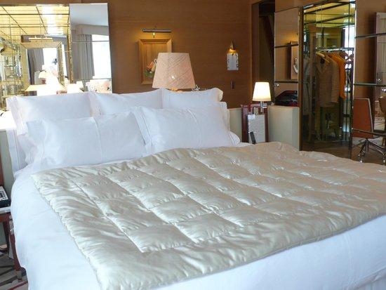 Le Royal Monceau-Raffles Paris: Bed for good sleep