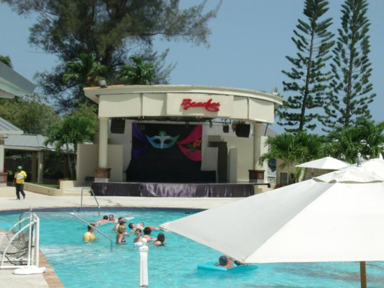 Beaches Ocho Rios Resort & Golf Club: Main stage