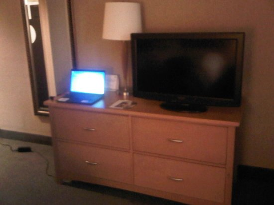 Holiday Inn Downtown Everett: Laptop not included!