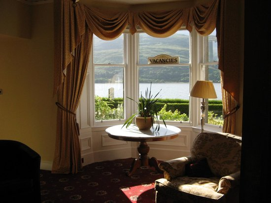 Buccleuch Guest House : views of Loch from Common room