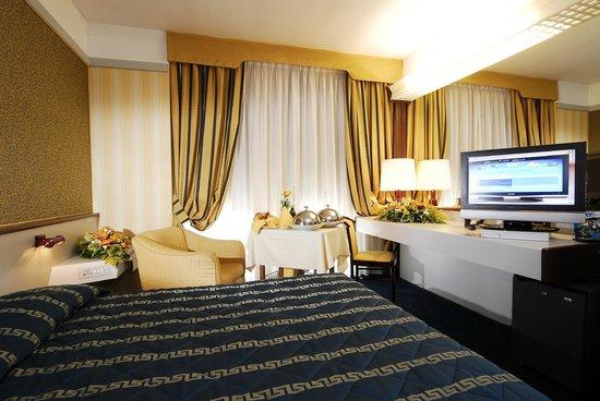 Maxim Hotel: Particolare camera