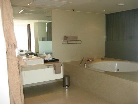 Rixos Hotel Libertas: Jacuzzi tub