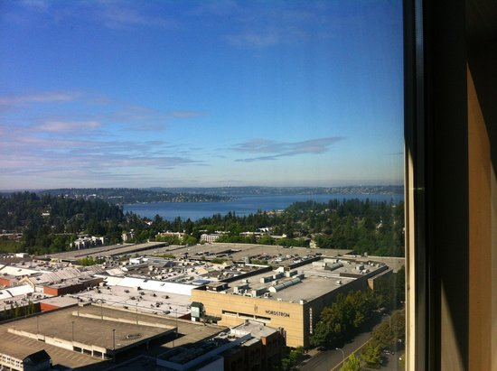 Hyatt Regency Bellevue: View from Room on 24th Floor