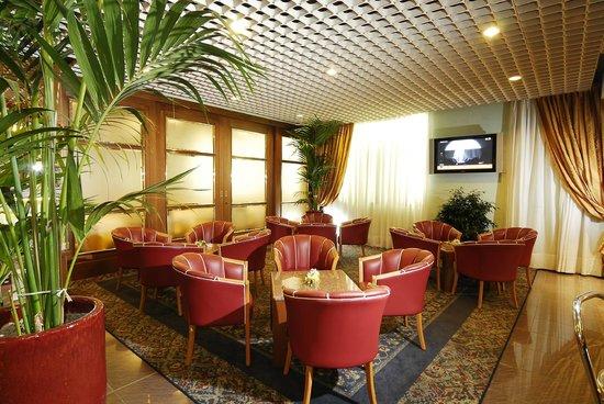 Maxim Hotel: Hall
