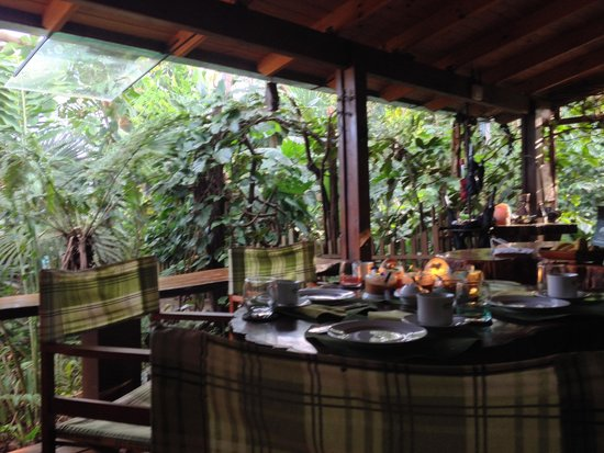 Secret Garden Iguazu B&B : Breakfast on the porch
