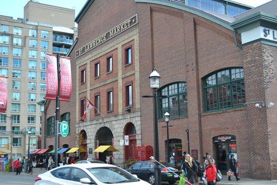 St. Lawrence Market: Front entrance