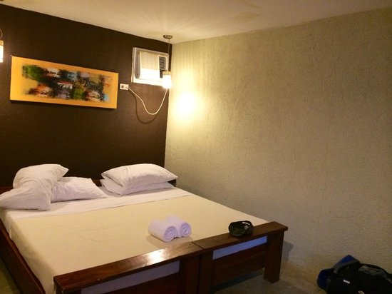 Lazy Dog Bed & Breakfast: Comfortable, firm bed