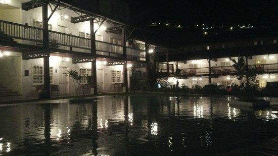 Hotel Luisiana: View from the pool area at night