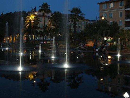 Promenade du Paillon: dancing waters and light
