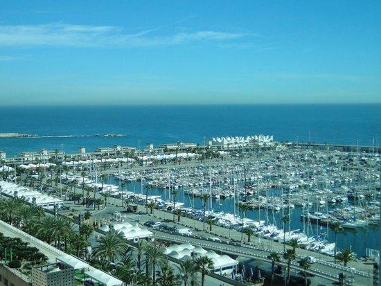 Hotel Arts Barcelona: Vista do quarto da marina ao lado do hotel