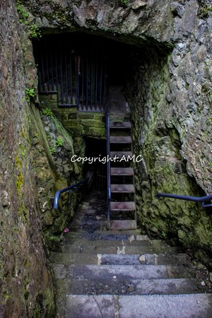 Cahir Castle : stairs to look out at front