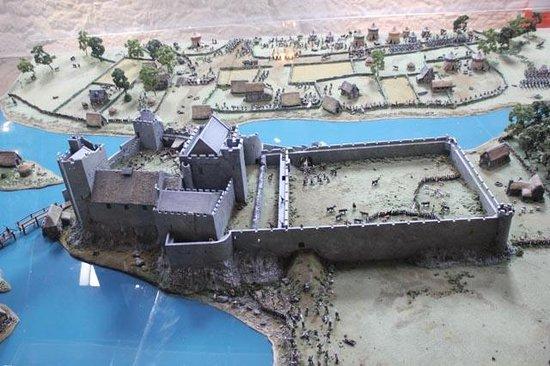 Cahir Castle : exhibit of castle