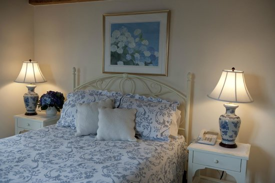 Brant Point Inn: Queen Room