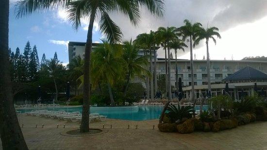 Le Meridien Noumea: Piscine et hôtel