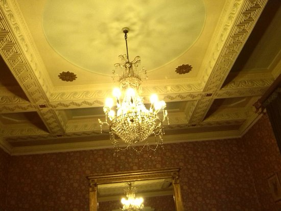 Heaves Country House Hotel: Beautiful ceiling in lounge