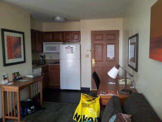 Staybridge Suites Madison East: Kitchenette