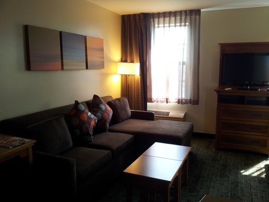 Staybridge Suites Madison East: Living room