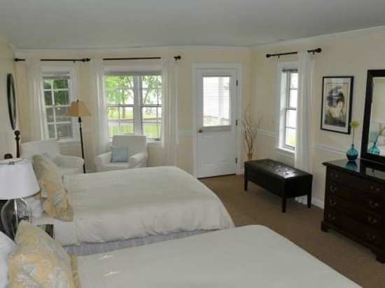 Wades Point Inn on the Bay: Spacious double occupancy rooms