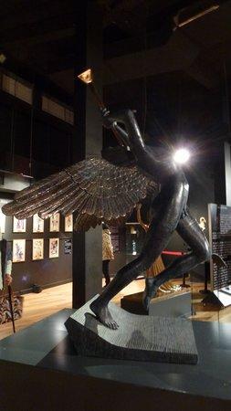 Espace Dali: angel