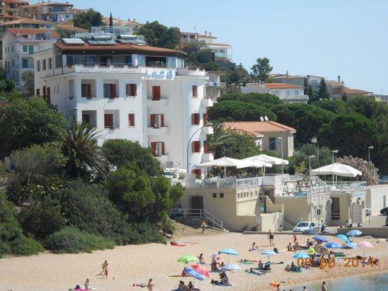 Bue Marino Hotel : The Hotel from beach area