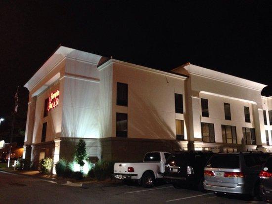 Hampton Inn & Suites Tifton: Outside of Hotel
