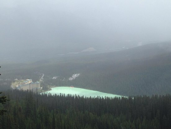 Lake Agnes Teahouse : View if lake Louise from the trek