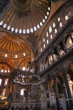 Hagia Sophia Museum / Church (Ayasofya): 荘厳な空気が流れます