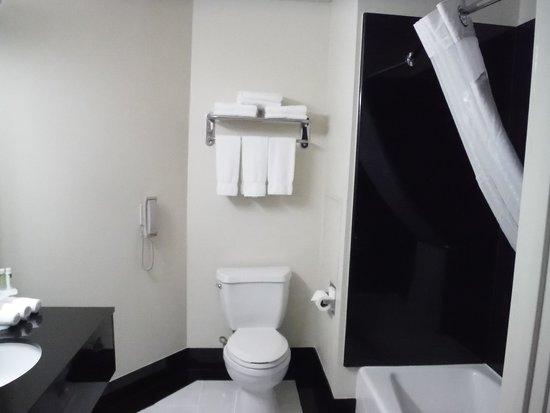 Century Park Hotel: Bathroom