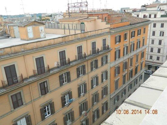 UNA Hotel Roma : Vista dde la hab