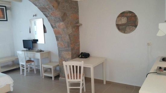 Aquapetra Hotel : Εσωτερικό κανονικού δωματίου