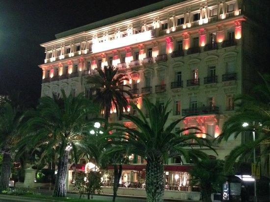 Hotel West End : Visto do calçadão da praia