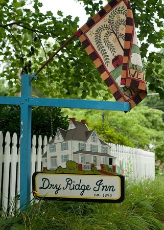 The Dry Ridge Inn: Dry Ridge Inn North Carolina B&B